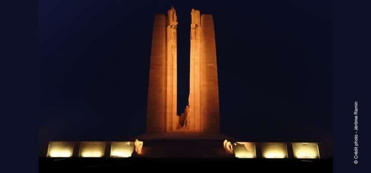 vue du Mémorial canadien de Vimy illuminé la nuit reportage Nord Découverte