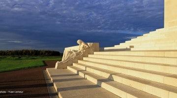 vue du grand escalier du Mémorial canadien de Vimy reportage Nord Découverte