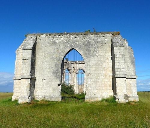 vue du portail de la chapelle Saint Louis à Guimy, reportage Nord Découverte