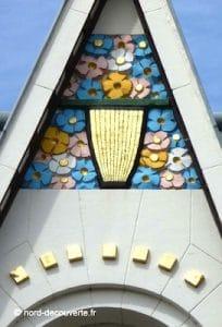 détail d'une façade Art Déco sur la place principale de Lens