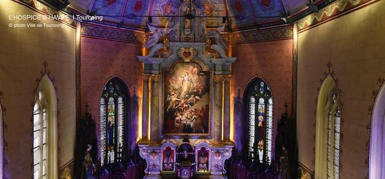 photo de l'intérieur illuminéla chapelle baroque de l'Hospice d'Havré, actuellement la maison Folie de Tourcoing, un reportage Nord Découverte