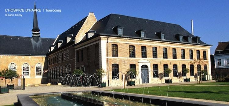 Hospice d'Havré : photo des jardins extérieurs de l'Hospice d'Havré, actuellement la maison Folie de Tourcoing, un reportage Nord Découverte