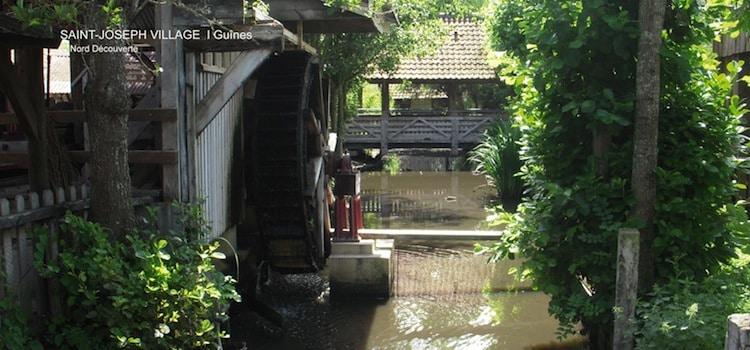 le moulin et le pont couvert à l'intérieur de Saint Joseph Village à Guînes reportage Nord Découverte