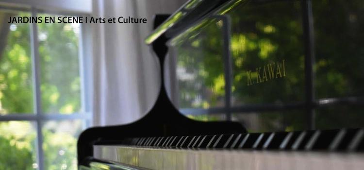 vue d'un piano donnant sur un jardin dans le cadre de la programmation des jardins en scène dans les Hauts de France