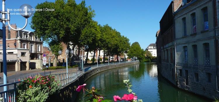 vue des quais fleuris de la Scarpe à Douai