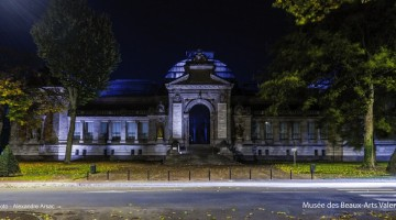 vue de nuit de la façade principale du Musée des Beaux-Arts de Valenciennes