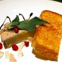 vue d'une assiette de foie gras et toast