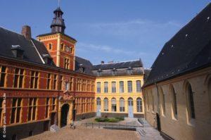 cour-honneur-musee-hospice-comtesse-nord-decouverte