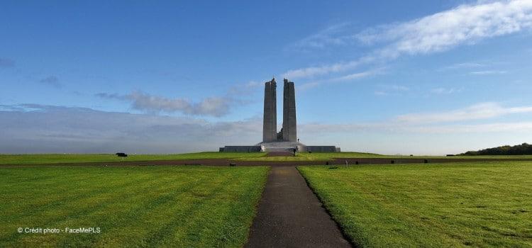 perspective de l'allée principale menant au Mémorial canadien de Vimy reportage Nord Découverte