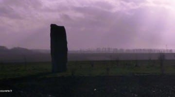 vue-soir-menhir-pierre-du-diable-lecluse-nord-decouverte