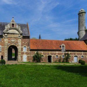 cour-chateau-esnes-nord-decouverte