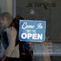 panneau vitrine boutique ouverte