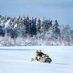 pratique du moto neige dans la station de ski de Baugnez en Belgique, article mis en ligne par Nord Découverte