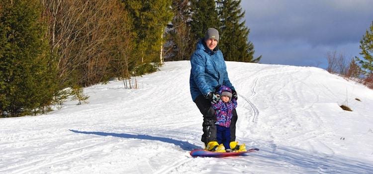 descente tranquille en famille sur une des pistes de ski des staions belges