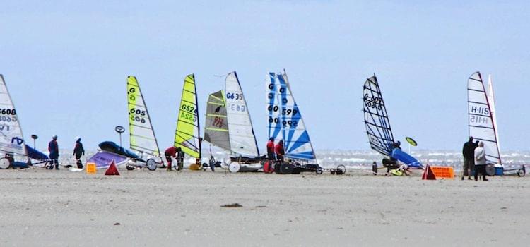 la plage de Berck-sur-mer est une des plages reconnue pour le char à voile