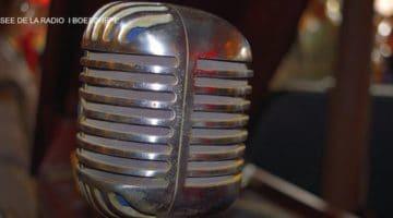 un ancien micro dans le musée de la radio de Boeschepe