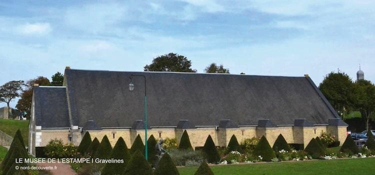 vue générale de l'ancienne poudrière qui accueille le musée du dessin de Gravelines