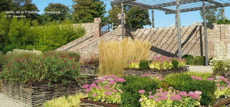 vue du jardin fleuri de la Poudrière à Gravelines