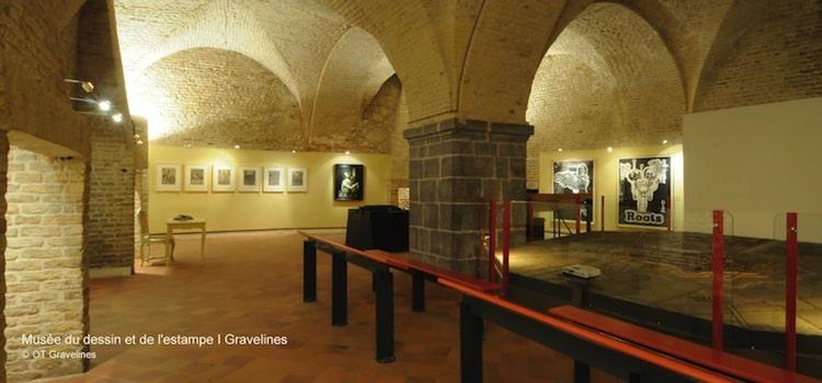 salle intérieure voûtée du musée du dessin de Gravelines