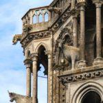 gros plan sur les boeufs légendaires en haut de la cathédrale de Laon