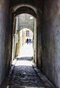 vue d'une venelle de la cité médiévale de Laon