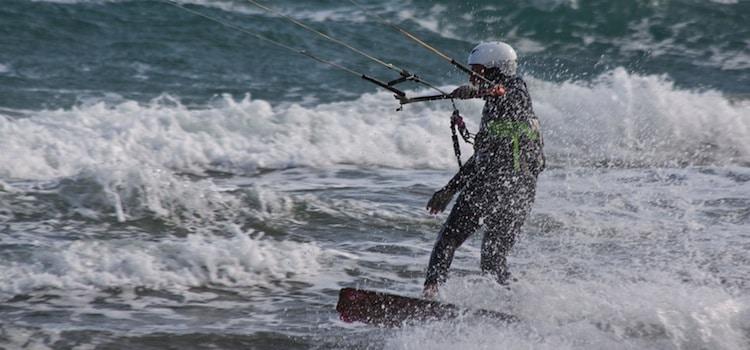 image de vagues et de la pratique du kite-surf sur la côte d'Opale