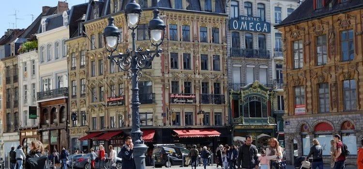 vue de la place du Théâtre à Lille côté rue des Manneliers