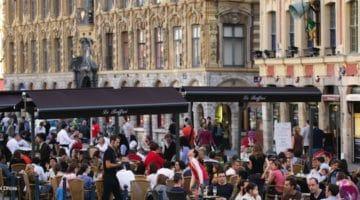 les terrasses de café de la place du Théâtre à Lille