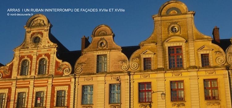 les façades de la Grand'Place d'Arras à la tombée du jour