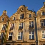 vue des facades XVIIIe siècle de la Grand'Place à Arras