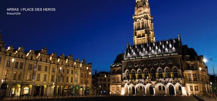 vue de la place des Héros d'Arras illuminée