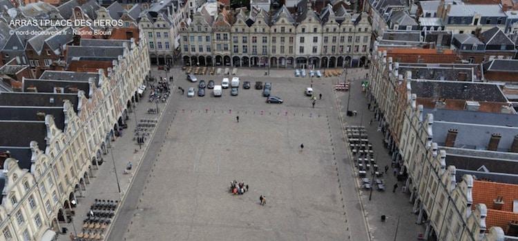 vue plongeante des facades de la place des Héros d'Arras