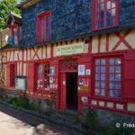 façade en colombages rouges du Vieux Logis de Gerberoy
