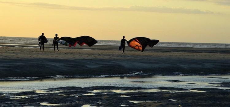 kite surf sur la plage de Stella-Plage à la tombée du soir