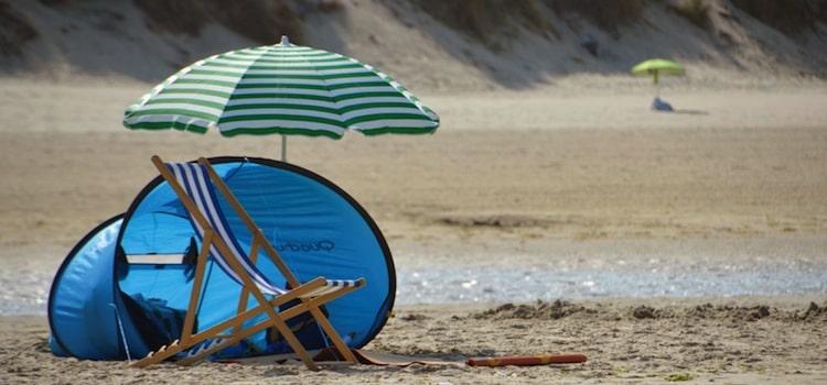 vue d'un parasol sur la plage de la station balnéaire de Stella-Plage