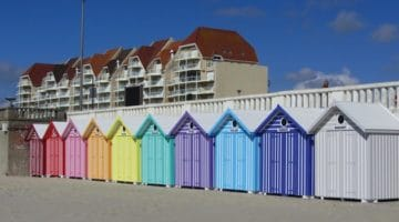 alignement des cabines de plages le long de la digue de Stella-Plage