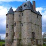 vue du donjon médiéval de Bours