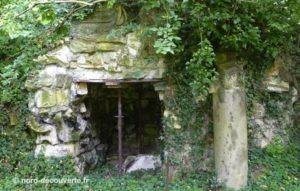 une grotte du parc du château de Cysoing