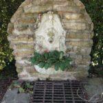 gros plan de la fontaine miraculeuse des Neuches à Landrethun-le-Nord
