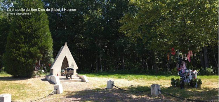 vue de la chapelle du Bon Dieu de Giblot et ses deux arbres à loques à Hasnon