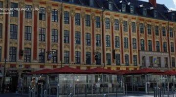 vue d'ensemble du rang Beauregard avec ses terrasses de café sur la plus du Théâtre de Lille