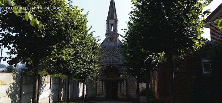 allée principale de la chapelle qui mène à la source miraculeuse Sainte-Isbergue