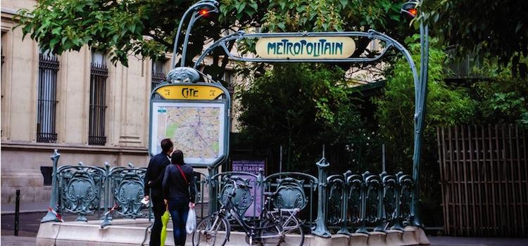 entrée de métro Art nouveau signée Hector Guimard