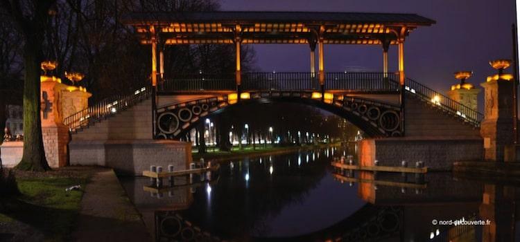 vue nocturne du pont Napoléon parmi les plus beaux endroits à voir du Vieux-Lille
