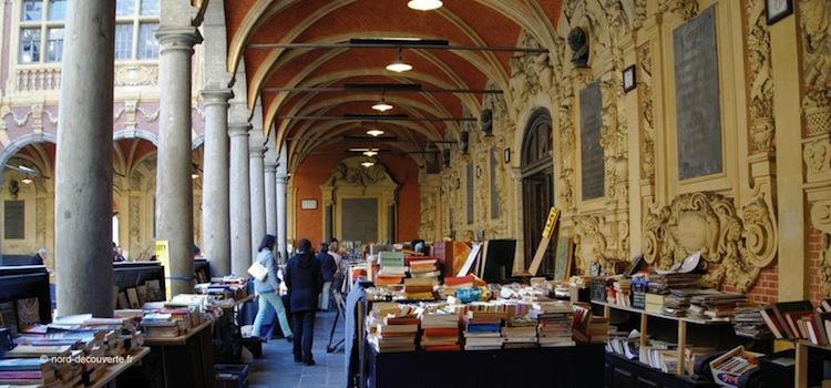 une galerie intérieure de la Vieille-Bourse parmi les plus beaux endroits à voir du Vieux-Lille