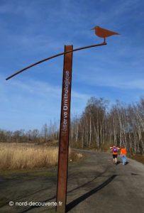 mât signalétique signalant la réserve ornithologique de Rieulay