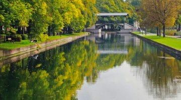vue en perspective du canal de l'esplanade de Lille et du pont couvert Napoléon