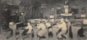 enfant dans une classe et chapelle dans une creute de Paissy