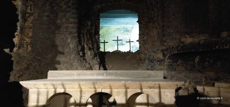 les trois croix du mont Golgotha installées dans la crypte Notre-Dame de Boulogne-sur-Mer