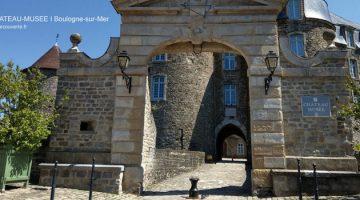 vue de la porte fortifiée à l'entrée du château-musée de Boulogne-sur-Mer